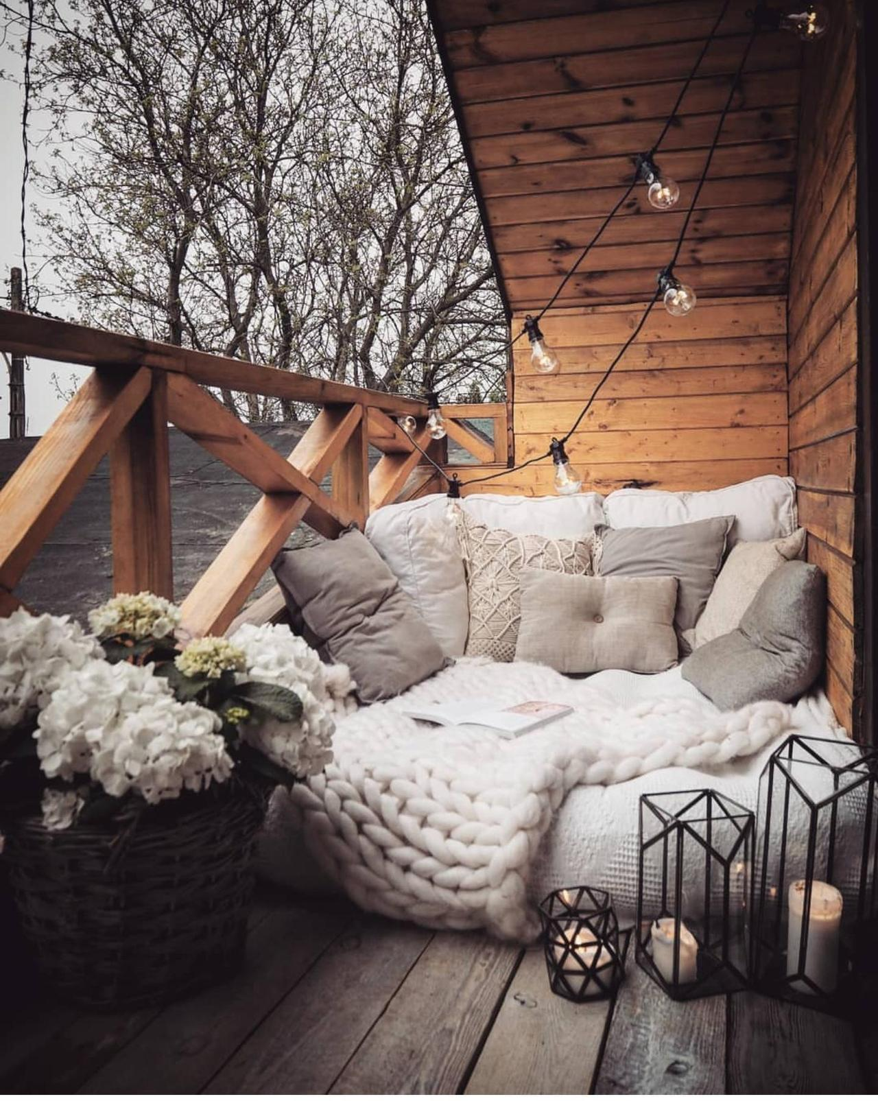 wonderful pillowed hammock-bed.