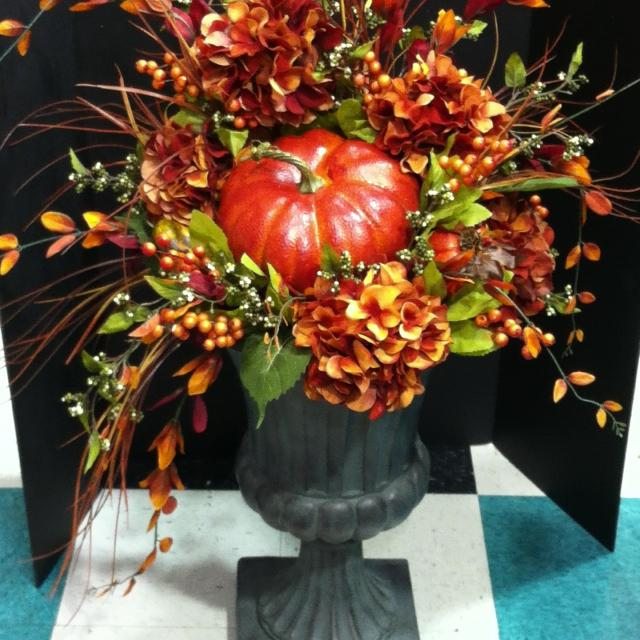 Beautiful urn for the fall season.