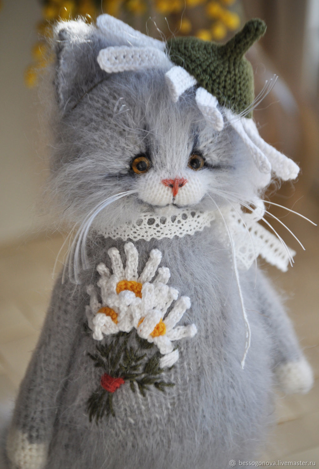 Knitted Cat with Embroideriy.
