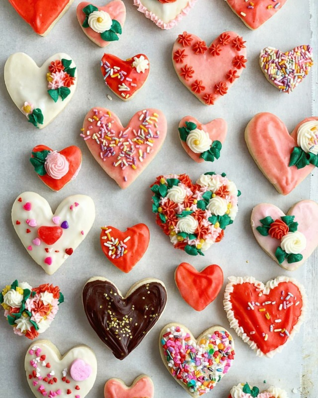 A hundred heart cookies for you