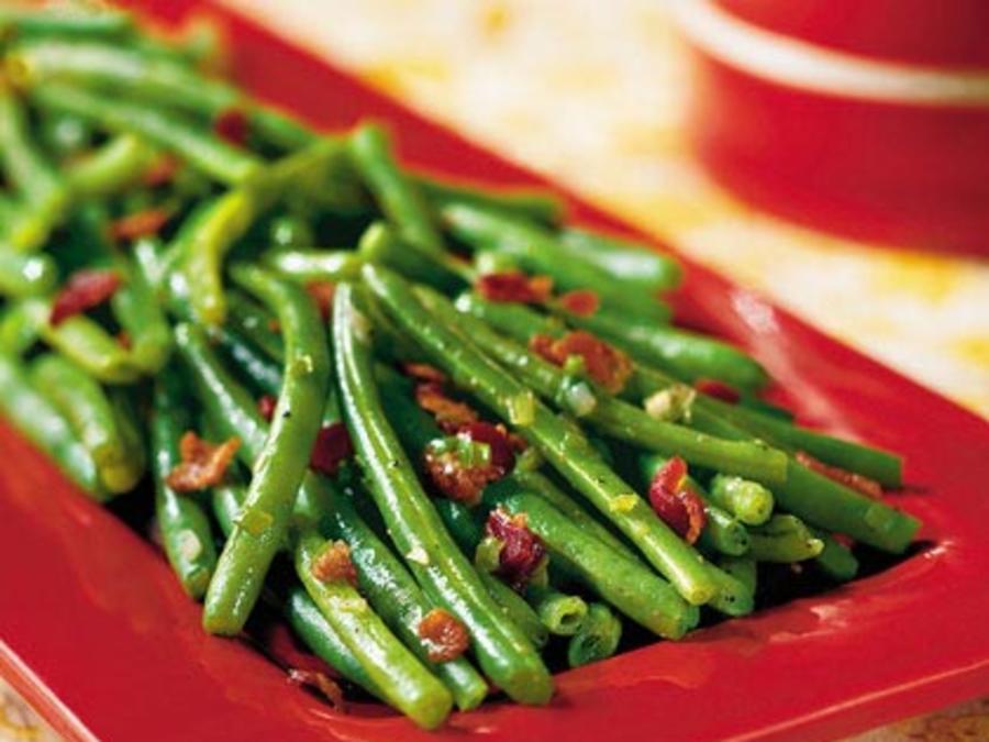 Sautéed green beans with bacon