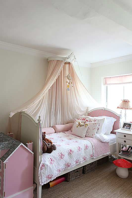 Pink dollhouse and bed linens