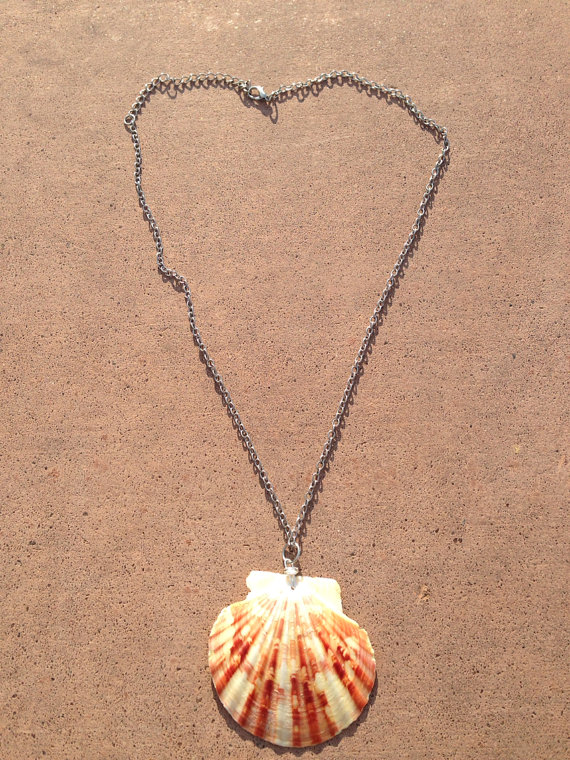 Sea shell pendant chain