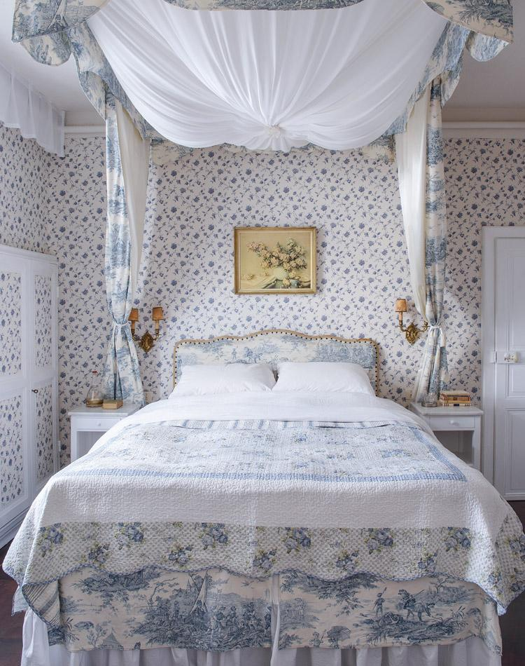 Blue and white canopy bed