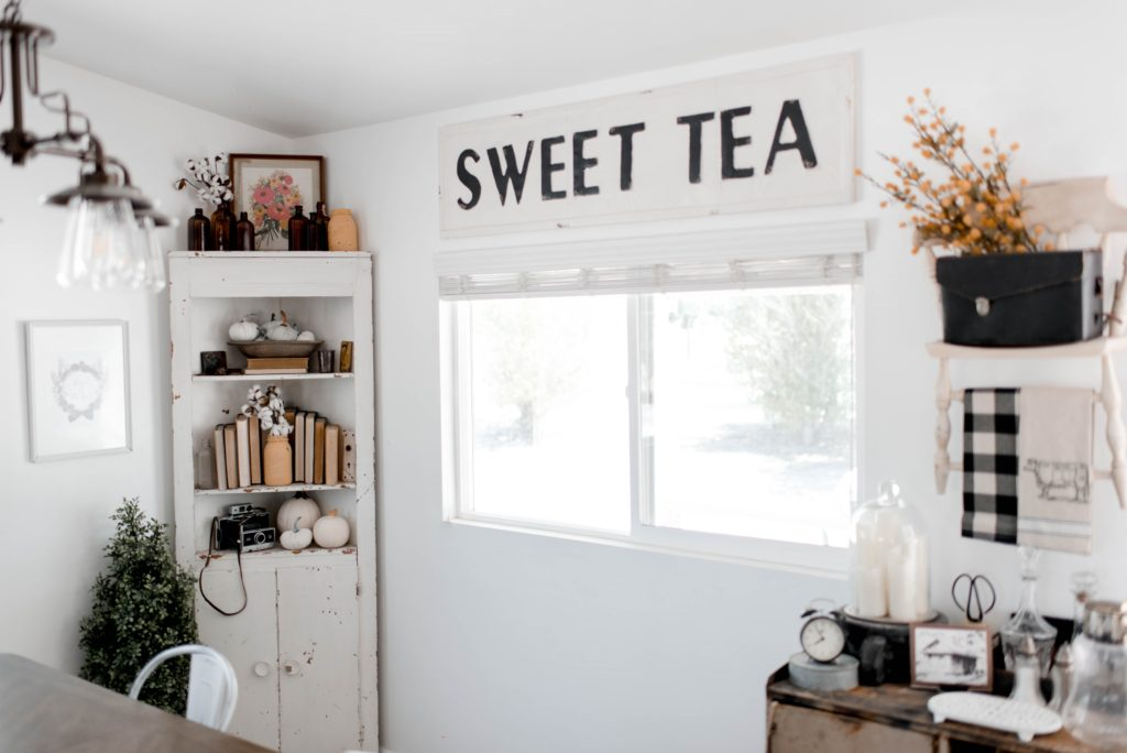 White walls sweet tea sign