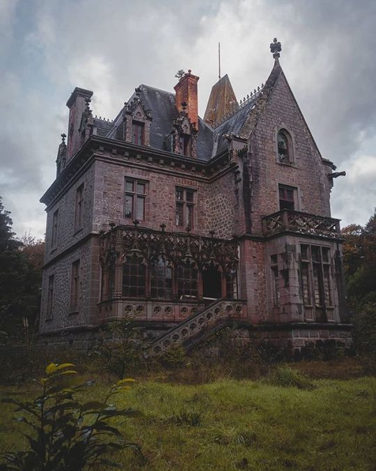 Brick gothic