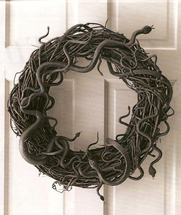 Eerie diy snake wreath
