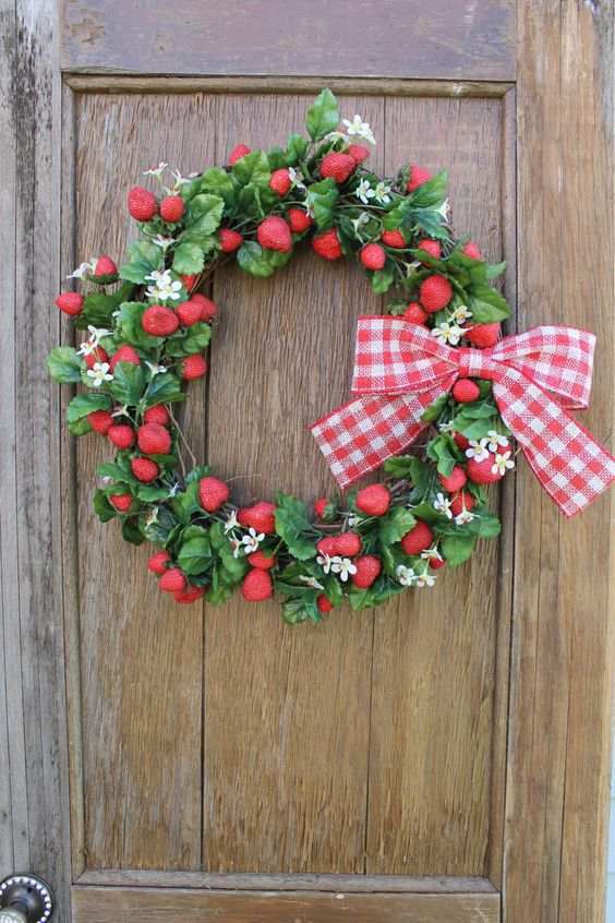 Wreath strawberry