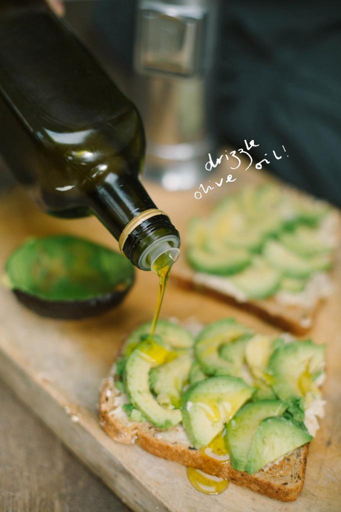 Avocado and Hummus Lunch Treat