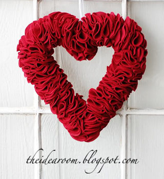 Felt Heart Wreath (tutorial)